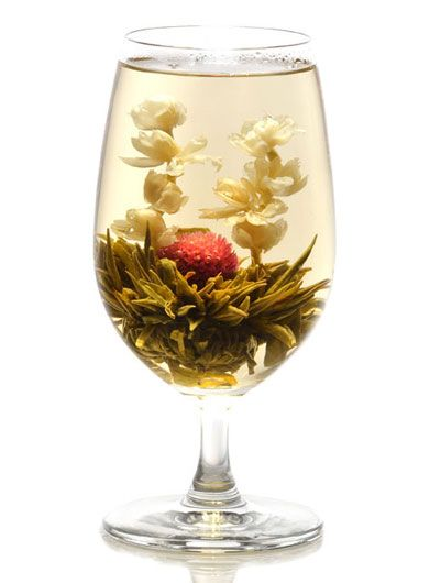 Deux dragons et une perle, une fleur de thé éthérée