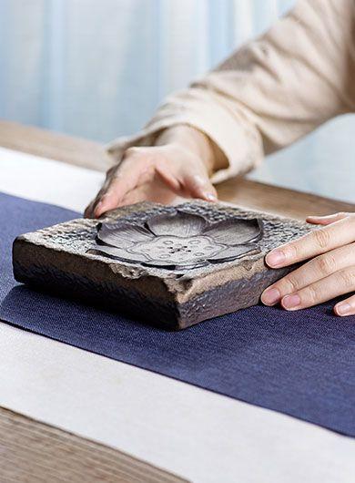 Dessous de théière Lotus en poterie grossière