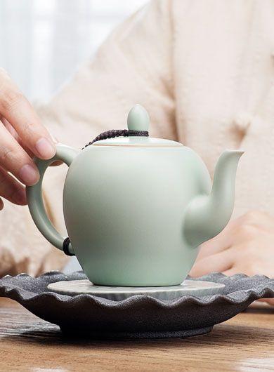 Théière en porcelaine Ru Yao– Mei Ren Jian