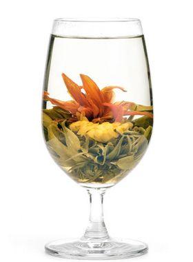 Fleur de lys : bourgeons de thé vert sculptés